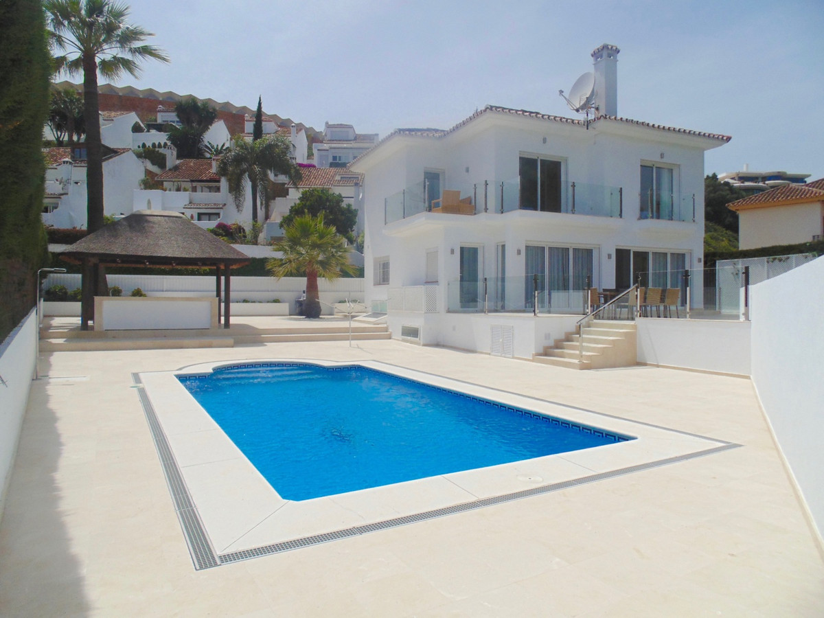 ***FANTASTIC RENTAL PROPERTY OR PERMANENT LIVING***  Stunning modern villa in one of the best locati Spain