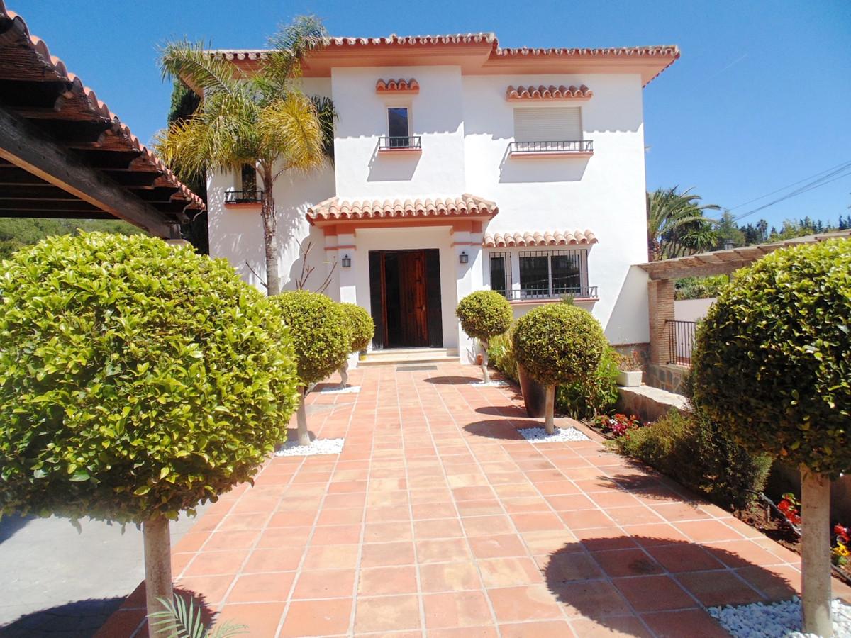Detached Villa for sale in Nueva Andalucía R2522813