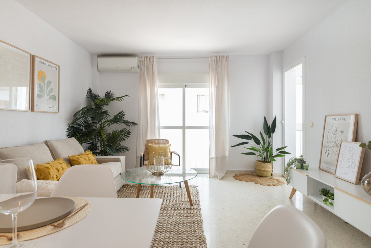 New to the market.  Lovely three bedroom two bathroom apartment located in the heart of San Pedro, c,Spain