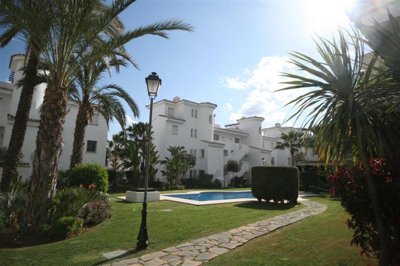 Marbella Banus Apartamento Planta Baja en venta, Puerto Banús – R2390984
