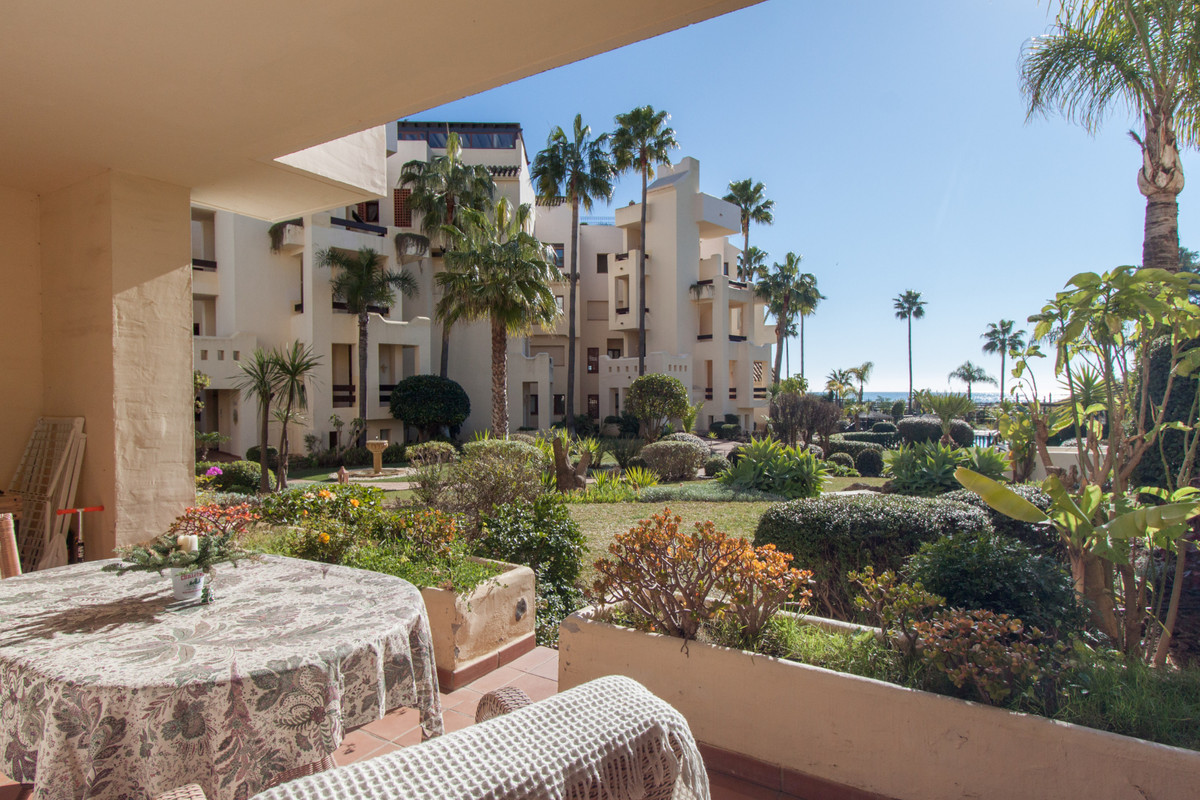 Located in a 40 unit exceptional development in the New Golden Mile, between Las Dunas and Kempinski, Spain
