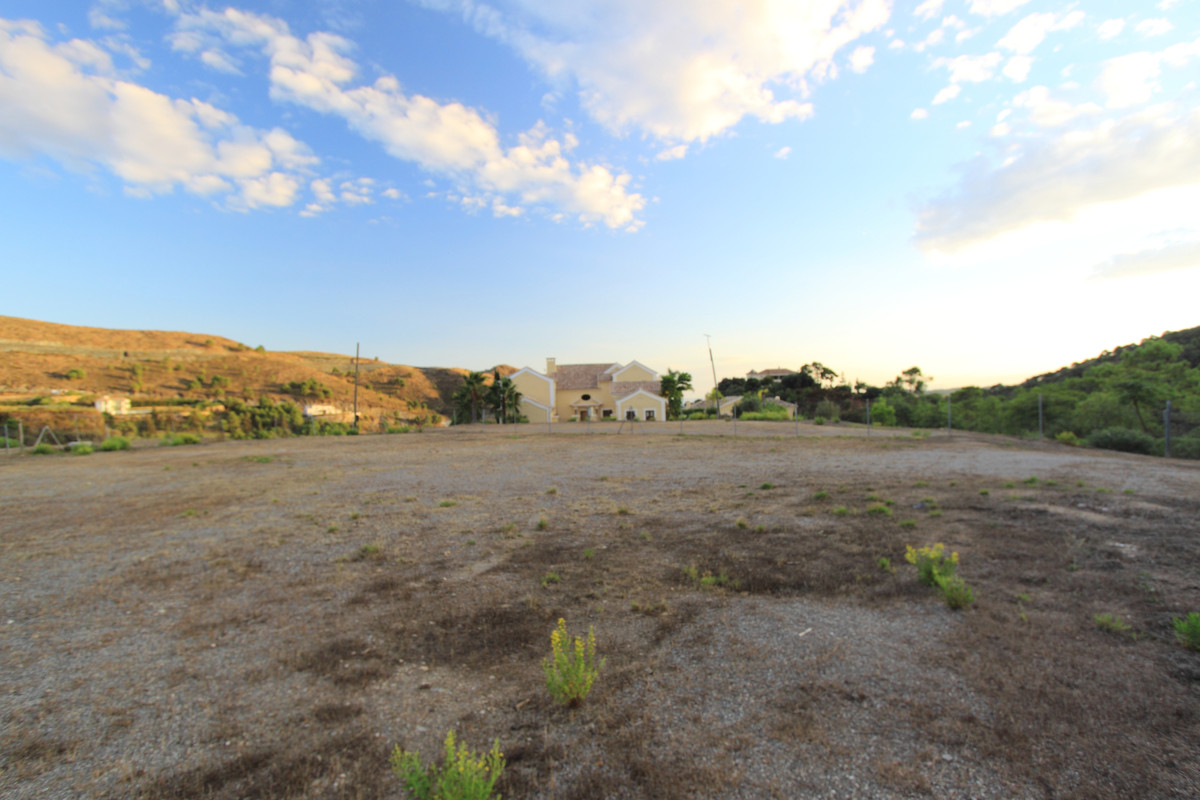 Opportunity to purchase a flat plot located within the prestigious Marbella Club Golf Resort conveni,Spain