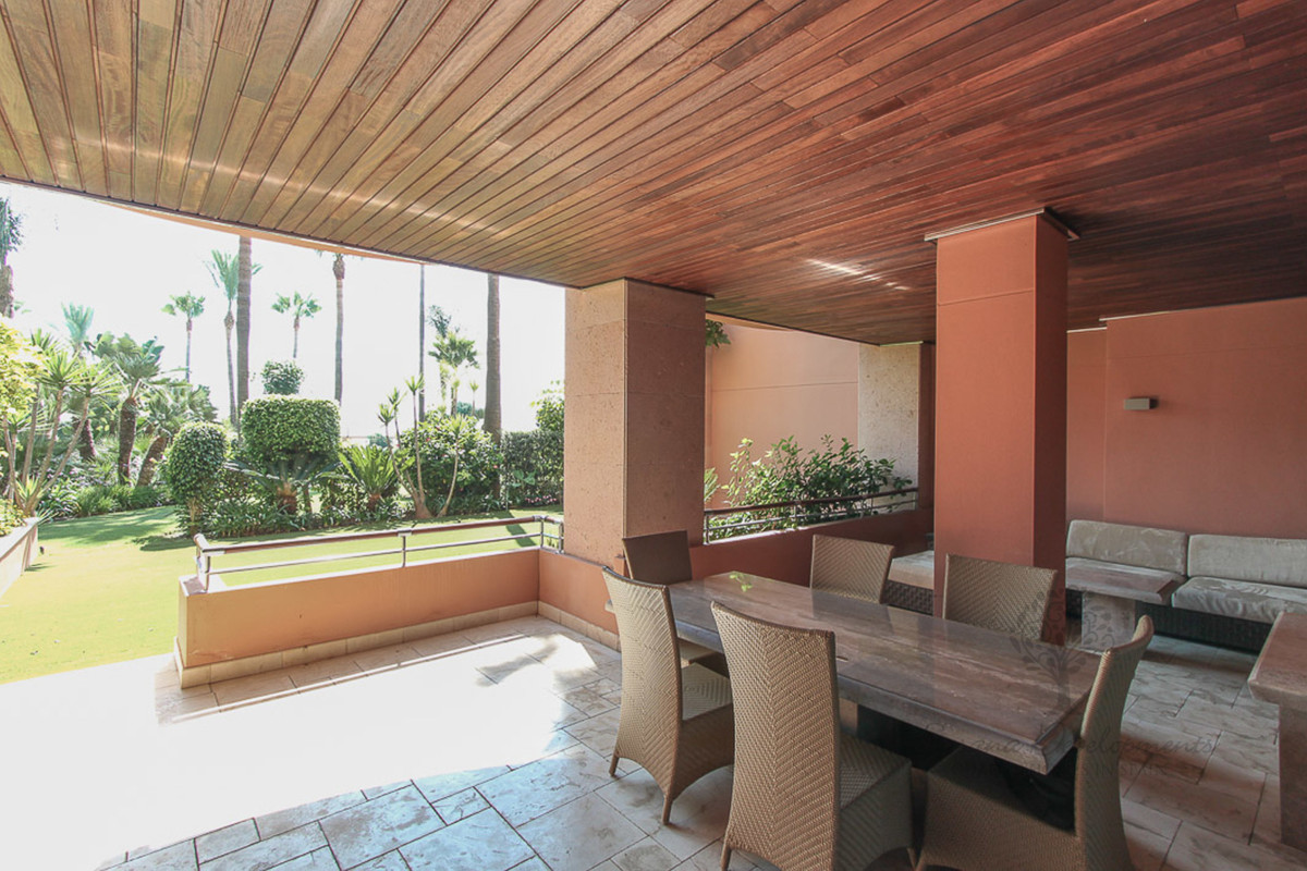 This beautiful ground floor apartment is situated in a private luxurious gated urbanization Malibu, ,Spain