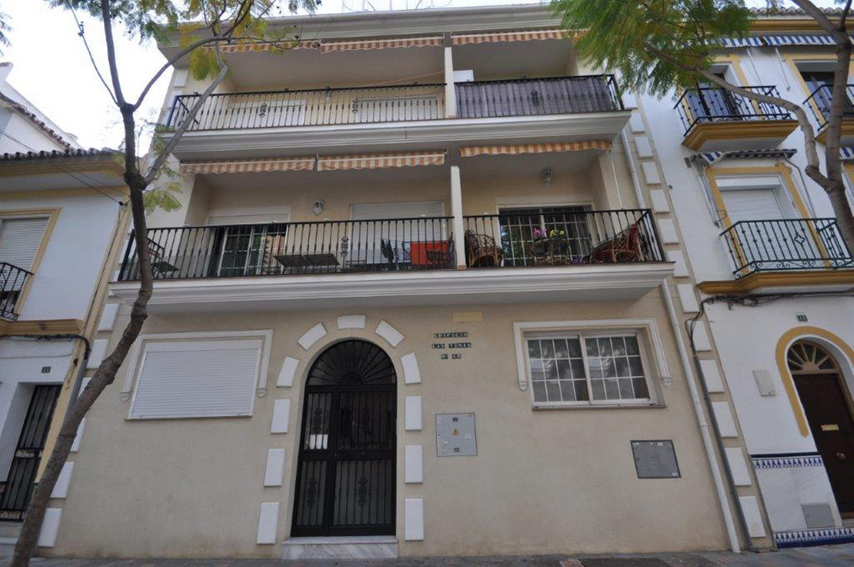 Ground Floor Apartment, Los Boliches, Costa del Sol. 2 Bedrooms, 1 Bathroom, Built 87 m².  Setting :, Spain