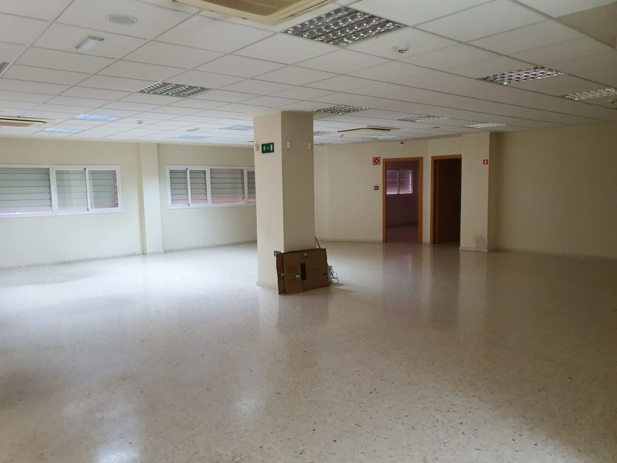 Office, La Linea, Costa del Sol. Built 500 m².  Condition : Excellent. Climate Control : Air Conditi, Spain