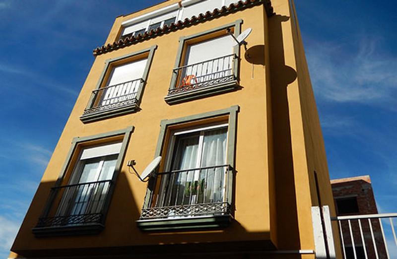 Middle Floor Apartment in Las Lagunas for sale