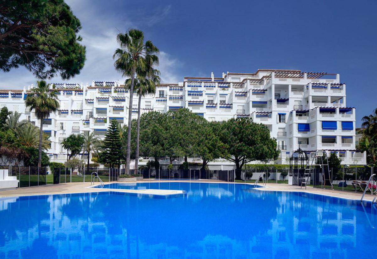 Marbella Banus Apartamento en Venta en Puerto Banús – R3644687
