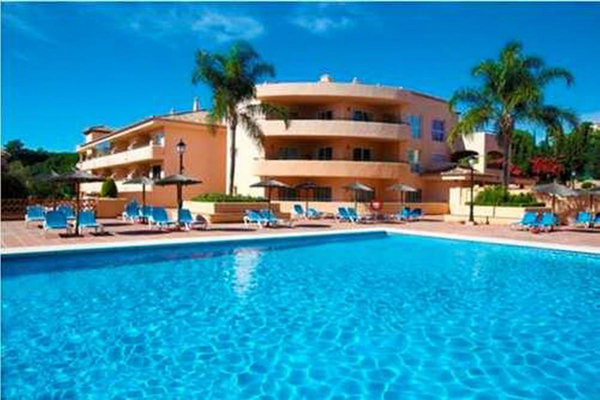 Marbella Banus Apartamento en Venta en Elviria – R3785236