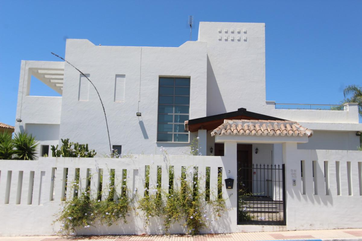Marbella Banus Villa – Chalet en Venta en The Golden Mile – R3667610