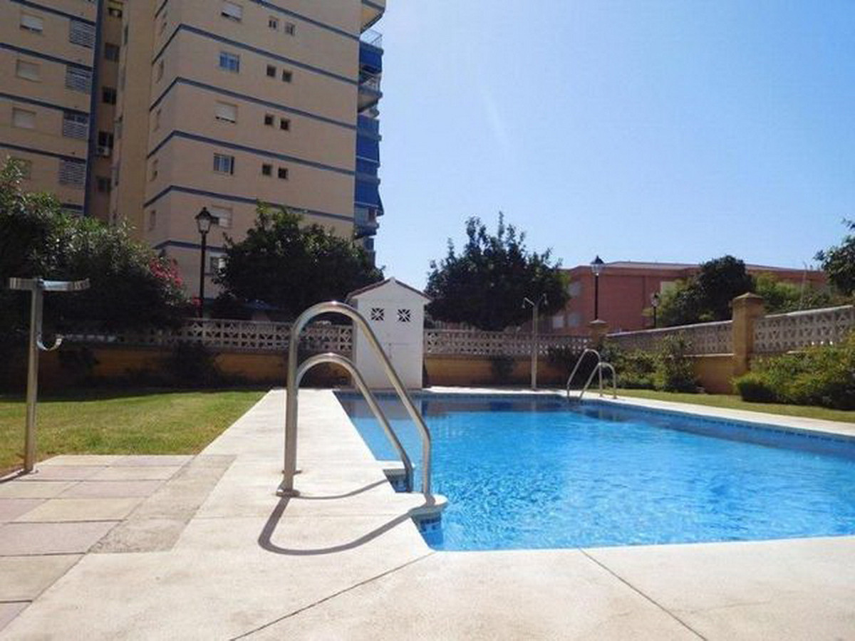 Middle Floor Apartment, Fuengirola, Costa del Sol. Built 43 m².  Setting : Close To Shops, Close To , Spain