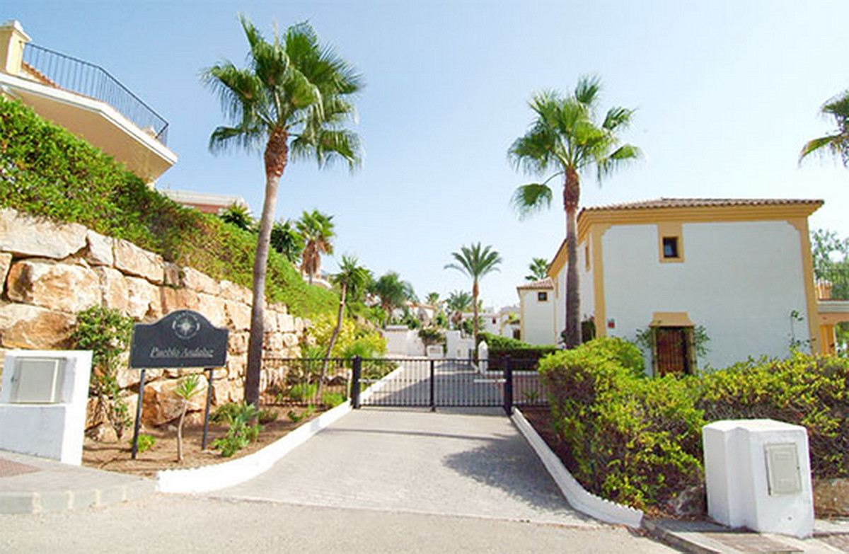 Detached Villa, Estepona, Costa del Sol. 4 Bedrooms, 4 Bathrooms, Built 265 m².  Setting : , Spain