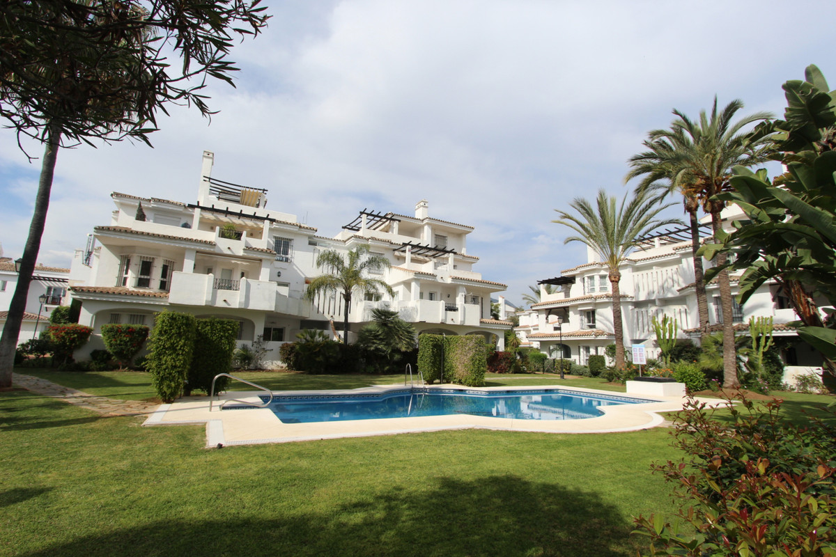 Ground floor apartment in Los Naranjos de Marbella, Nueva Andalucia. ??150 sqm built distributed in ,Spain