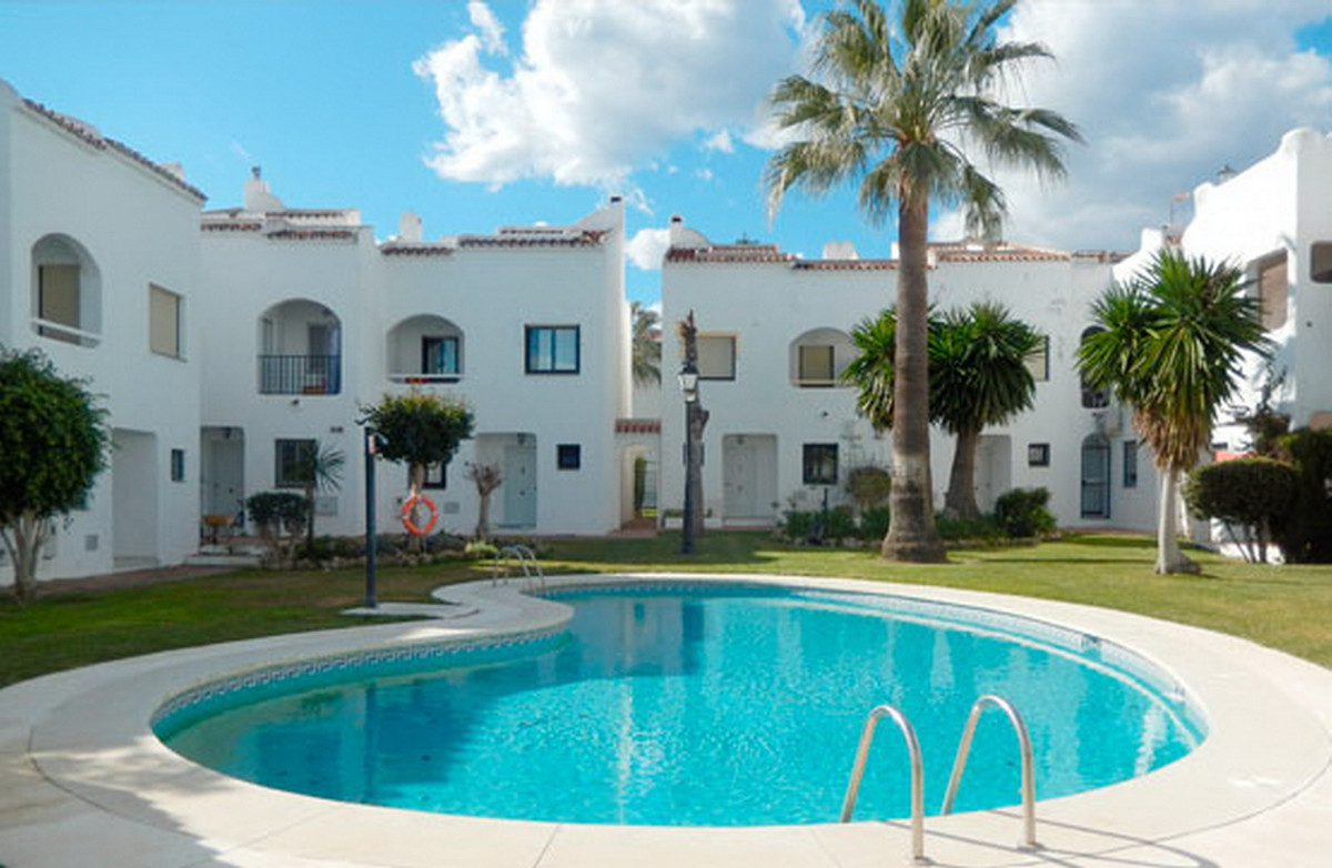 Townhouse, Estepona, Costa del Sol. 3 Bedrooms, 3 Bathrooms, Built 141 m².  Setting : Beachside, Clo, Spain