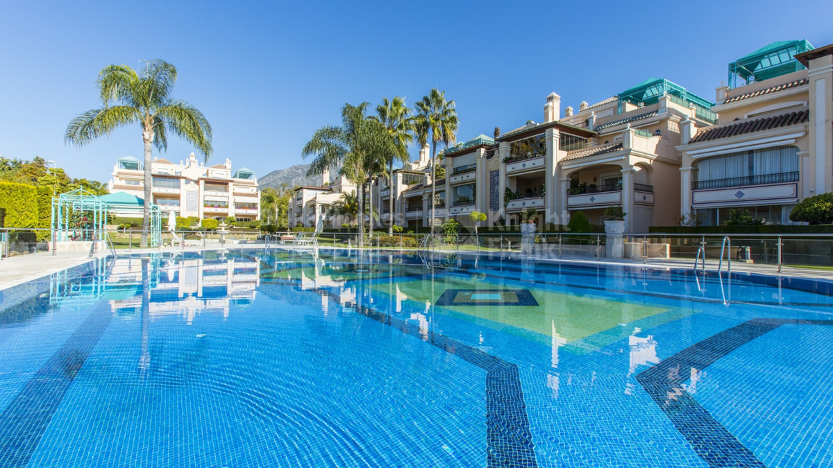 Luxurious midle floor apartment located in a hight standard area of Marbella, next to Manolo Santana, Spain
