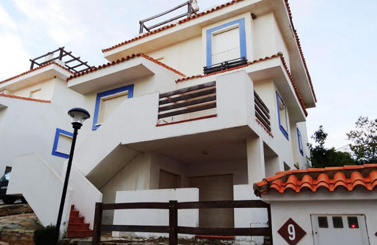 Detached Villa, La Duquesa, Costa del Sol. 3 Bedrooms, 2 Bathrooms, Built 300 m², Terrace 60 m².  Se,Spain