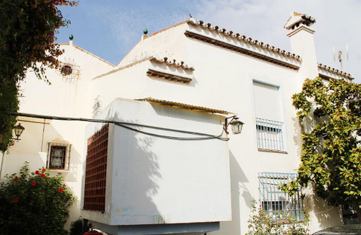 R3810748 | Semi-Detached House in Estepona – € 155,693 – 2 beds, 2 baths