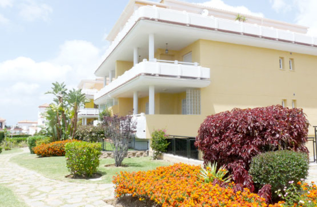 Magnificent apartment located in Cabopino Golf. 173 sqm built distributed in 2 bedrooms, living room, Spain
