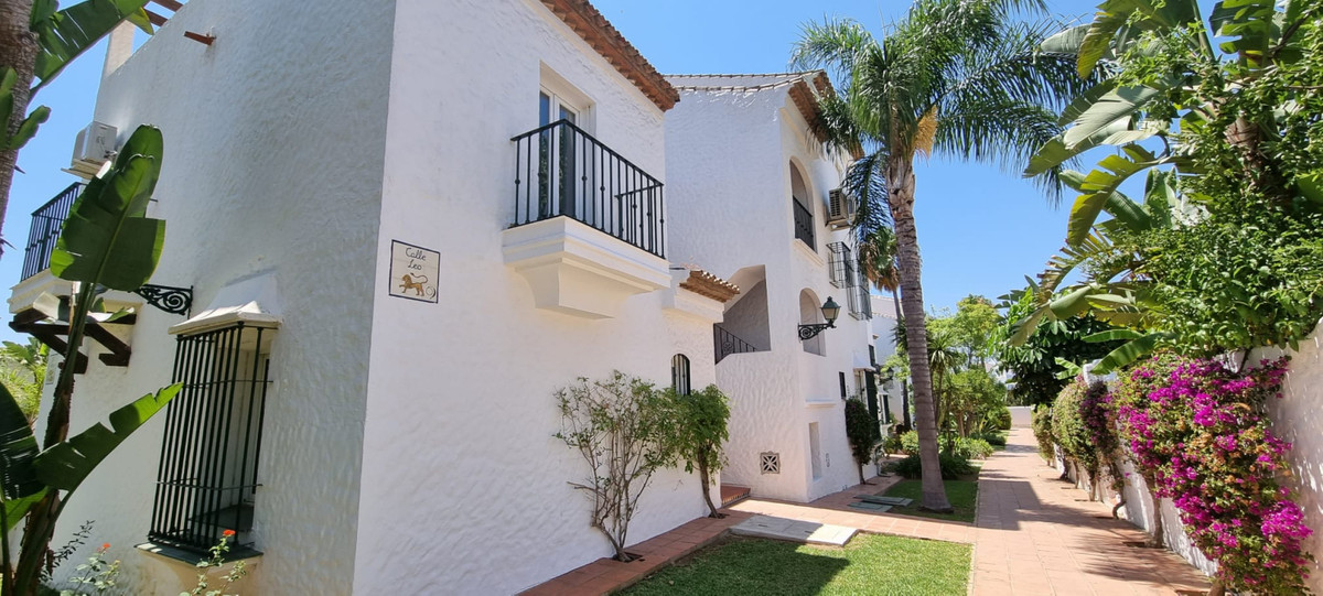 Middle Floor Studio, Estepona, Costa del Sol. Built 33 m².  Setting : Close To Golf, Close To Shops,,Spain