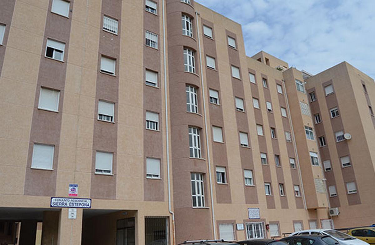 Middle Floor Apartment, Estepona, Costa del Sol. 2 Bedrooms, 1 Bathroom, Built 85 m².  Setting : Clo,Spain