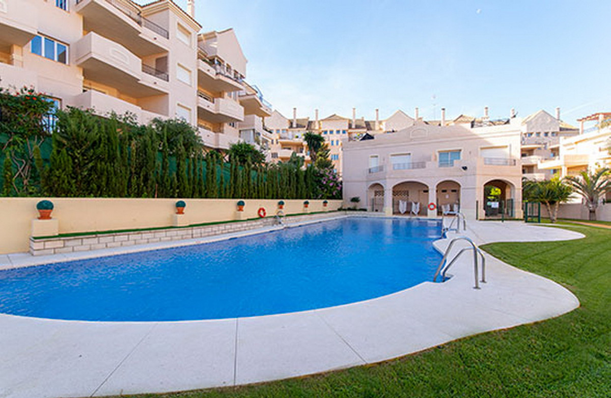Middle Floor Apartment, La Duquesa, Costa del Sol. 3 Bedrooms, 3 Bathrooms, Built 217 m².  Setting :, Spain