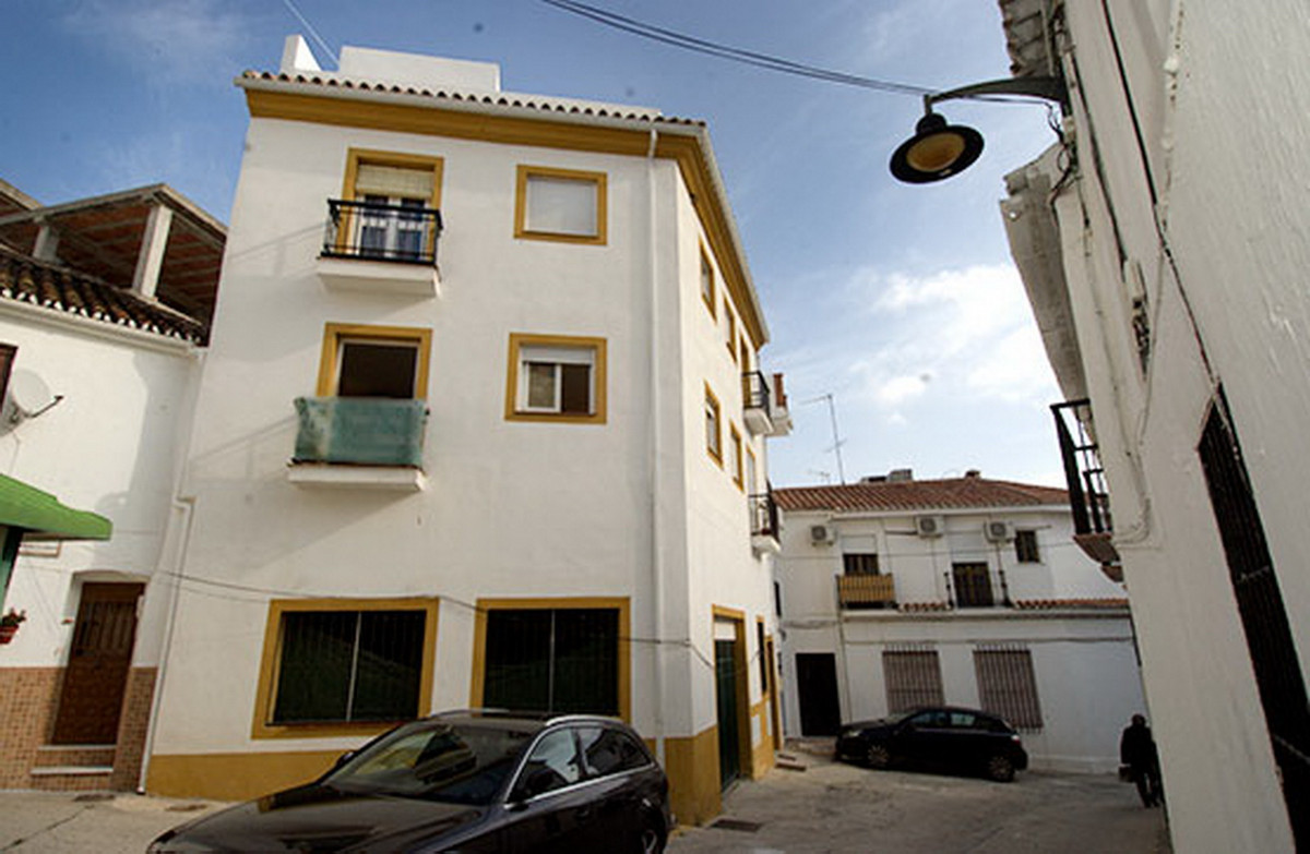 Middle Floor Apartment, Marbella, Costa del Sol. 2 Bedrooms, 1 Bathroom, Built 44 m².  Setting : Cou, Spain