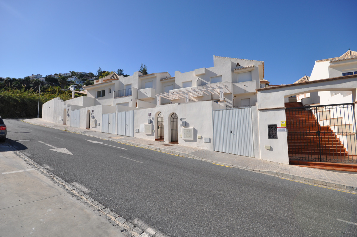 Semi-Detached House, Salobrena, Costa Tropical. 2 Bedrooms, 2 Bathrooms, Built 201 m², Terrace 15 m², Spain