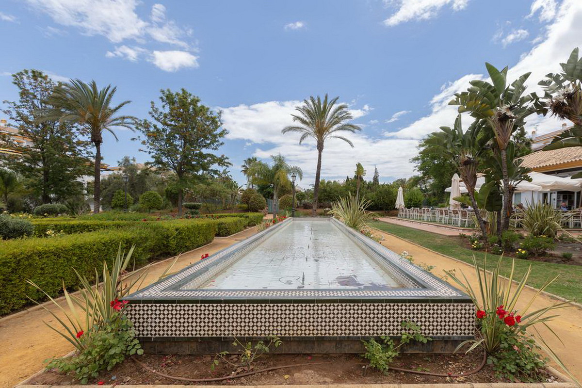 4 Bedroom Middle Floor Apartment For Sale Nueva Andalucía
