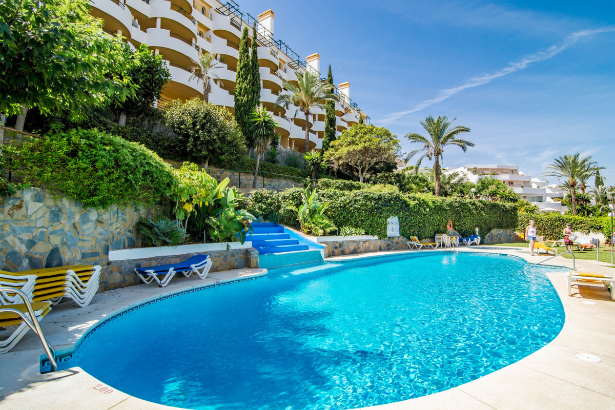 Middle Floor Apartment, Nueva Andalucia, Costa del Sol. 2 Bedrooms, 2 Bathrooms, Built 105 m².  Sett, Spain