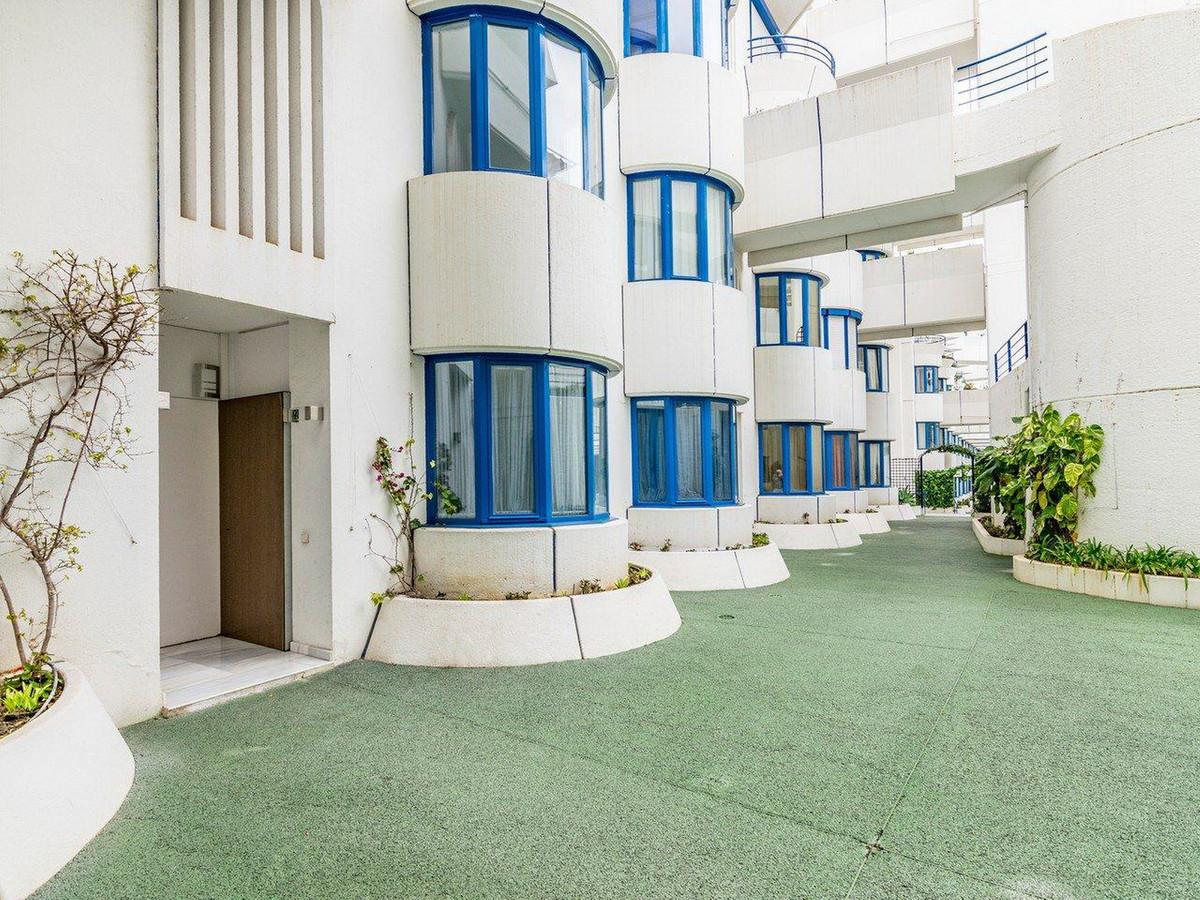 Marbella Banus Apartamento Planta Media en Venta en Marbella – R3510745