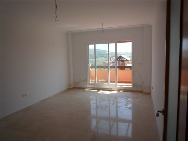 R2437139: Apartment for sale in Casares