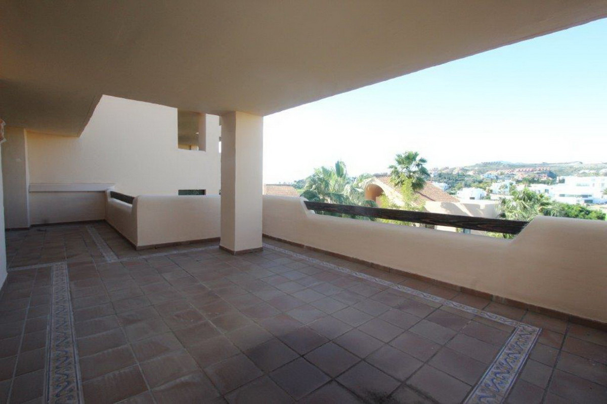 2 Bedroom Middle Floor Apartment For Sale Benahavís