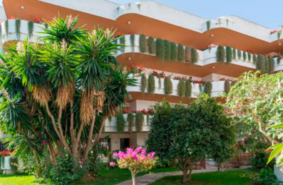 Apartment in Nueva Andalucia, Marbella. 113 sqm built distributed in 2 bedrooms, living room, big te, Spain