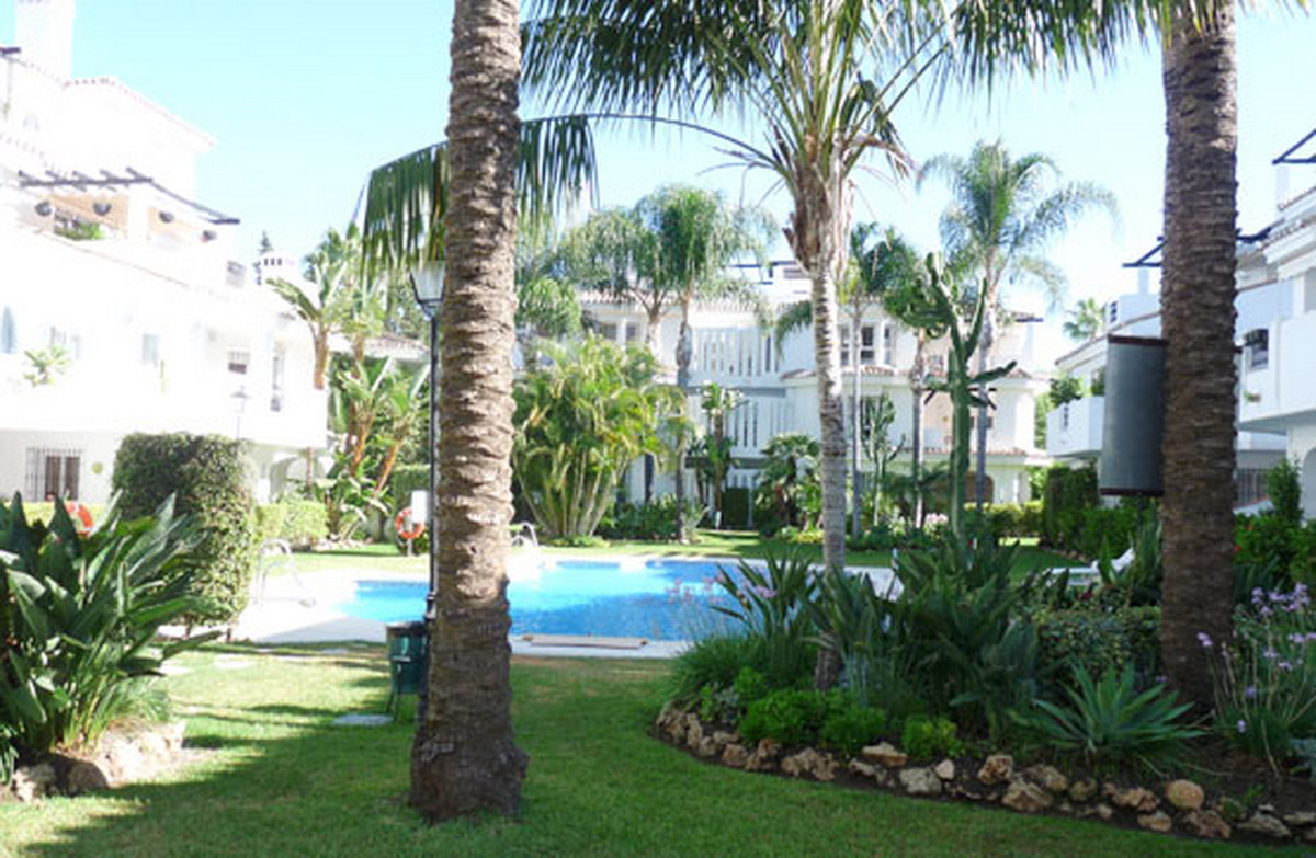 Middle Floor Apartment, Nueva Andalucia, Costa del Sol. 2 Bedrooms, 2 Bathrooms, Built 130 m².  Sett, Spain