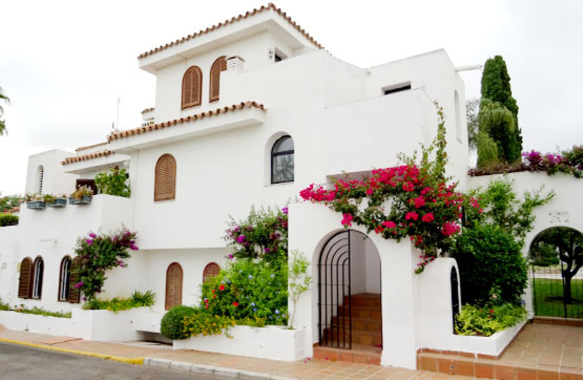 Townhouse very close to the beach in Estepona, Malaga. 116 sqm built  distributed on 3 levels. The g,Spain