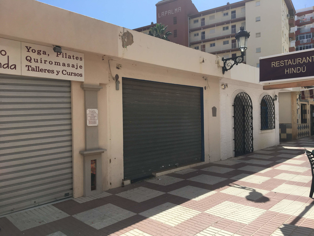 Local in Torre del Mar, Velez-Malaga. It has an area of ??58 m², distributed in main room, kitchen a,Spain