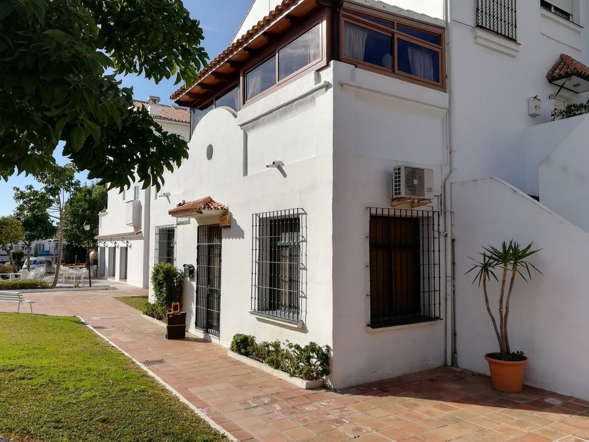 Office, Benalmadena, Costa del Sol. Built 157 m².  Setting : Town. Orientation : South. Condition : ,Spain