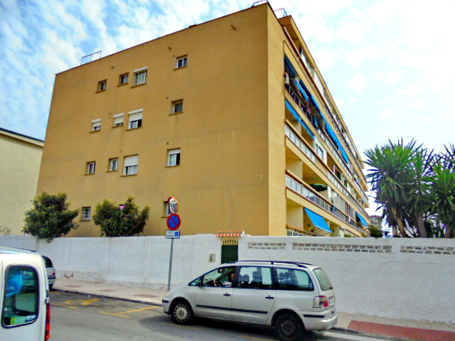 2 Bedroom Middle Floor Apartment For Sale Torremolinos