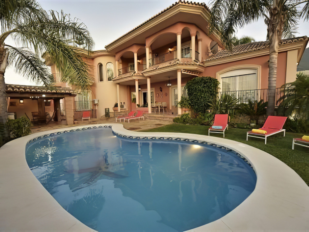 Luxury villa in one of the best urbanisations in Alhaurin el Grande, less than 5 minutes from the go,Spain