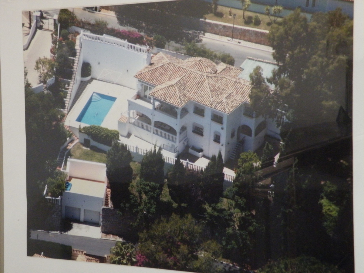 Outstanding Investment Oppotunity in Lower Mijas Campo. Large family villa situated on a 1.000 m2 pl, Spain