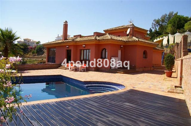 East facing fully furnished detached villa in Elviria with master bedroom and en-suite on the top fl,Spain