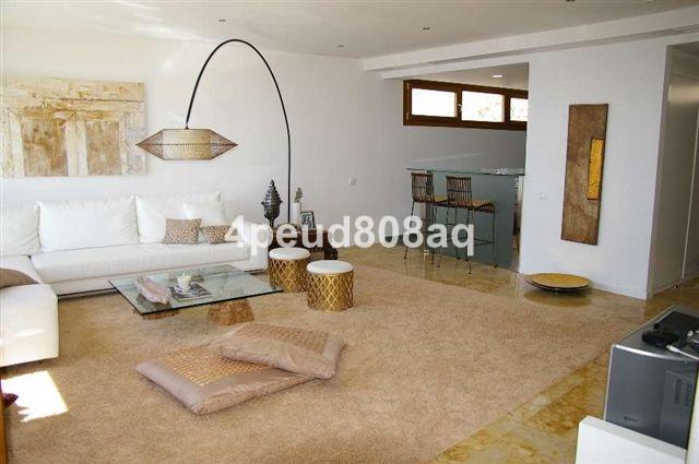 Apartamento Planta Media en Venta en Altos de los Monteros – R1967493
