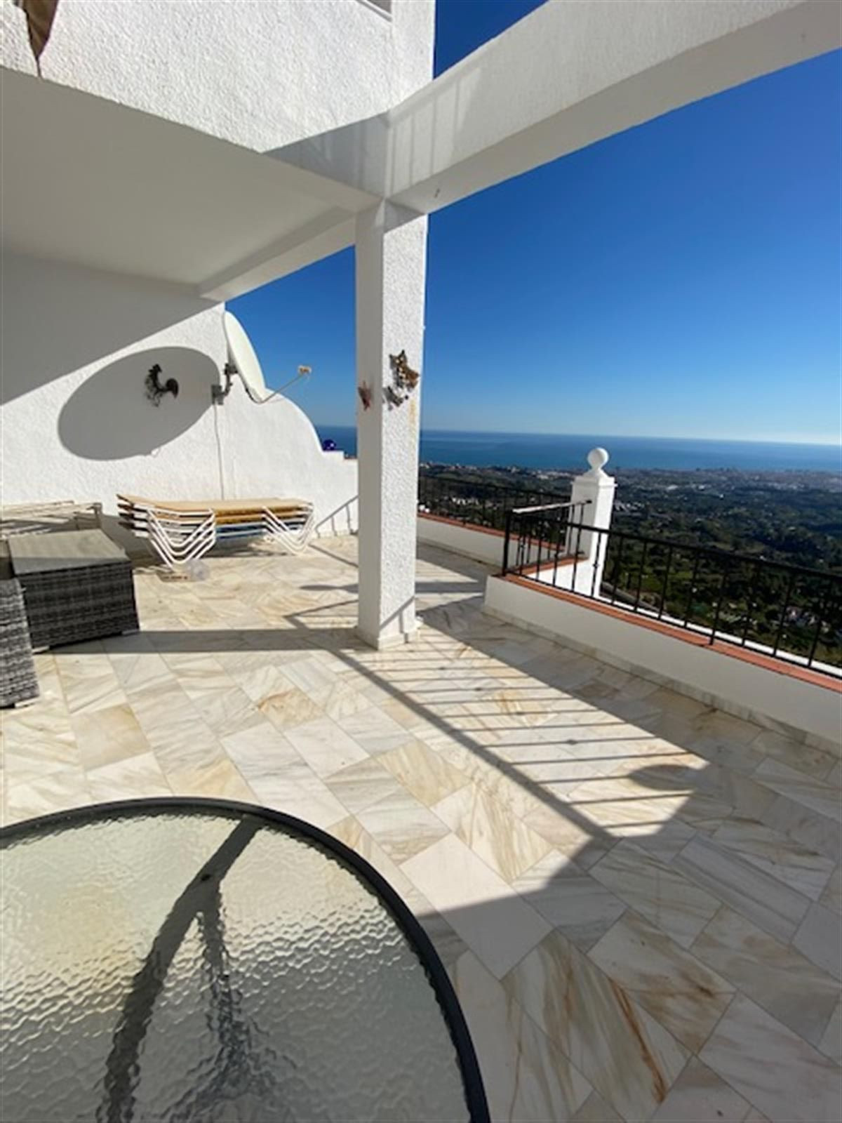 Beautiful apartment in a lovely urbanisation just a few minutes' walk from the village of Mijas,Spain