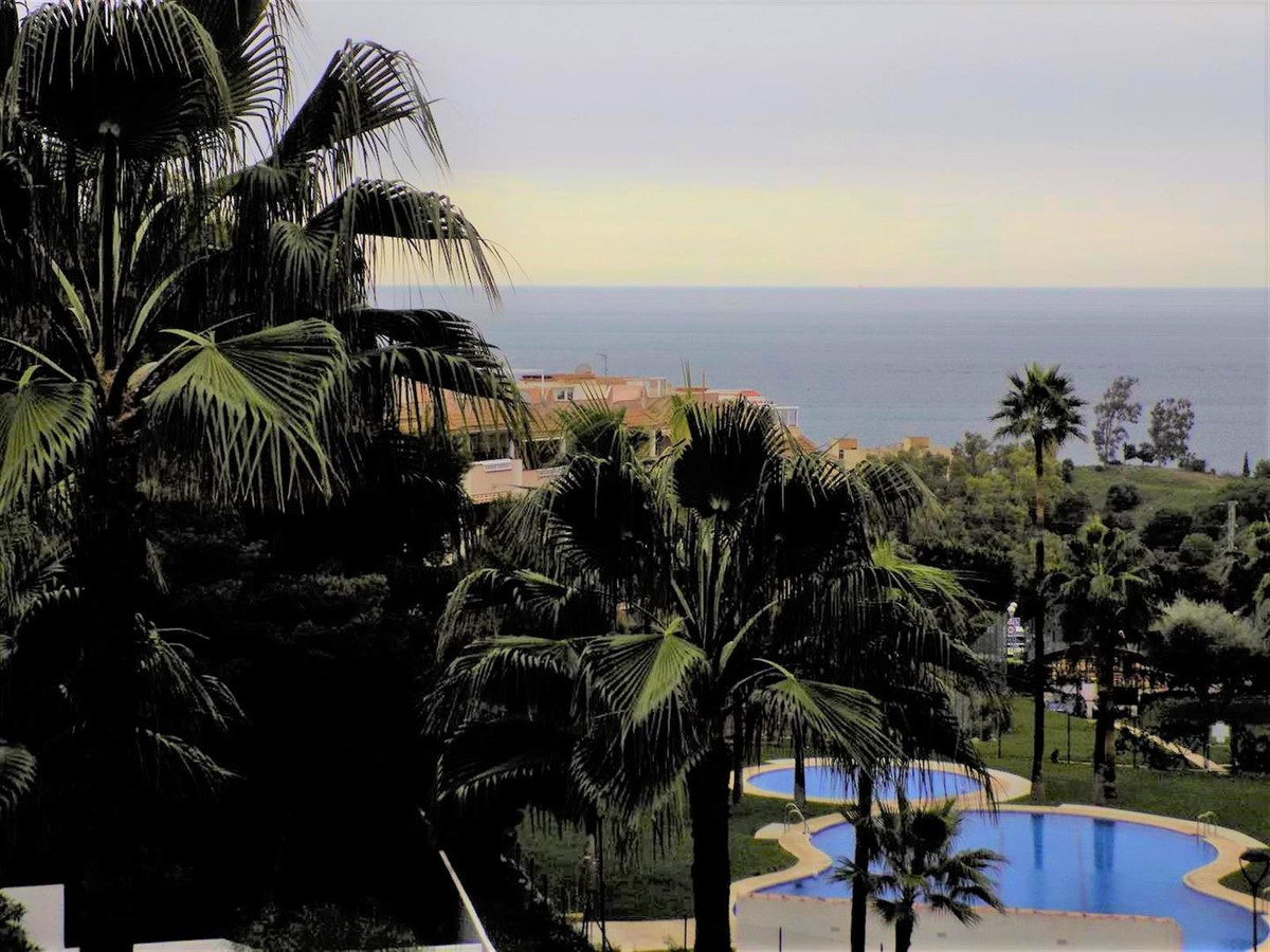 EXCLUSIVE! This competitively priced first floor apartment is located in the much sought after urban,Spain