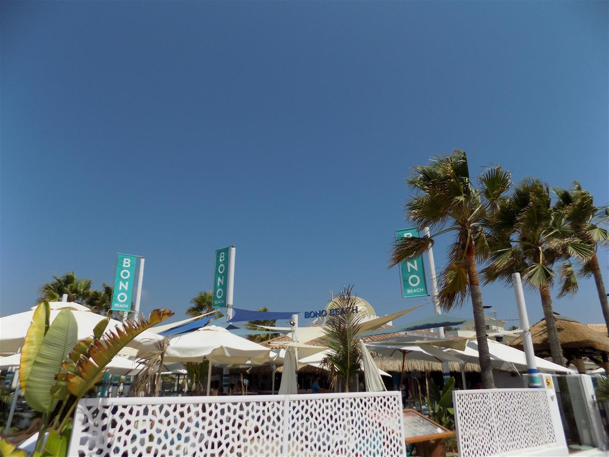 EXCLUSIVE! This is definitely one of the best bargain beach side apartments in the exclusive area of,Spain