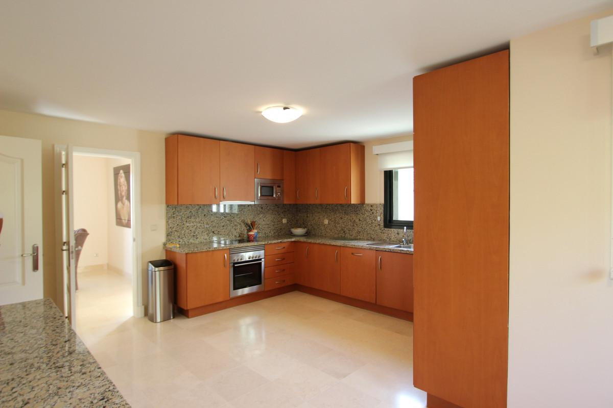 R3875587 | Penthouse in Benahavís – € 1,150,000 – 3 beds, 3 baths