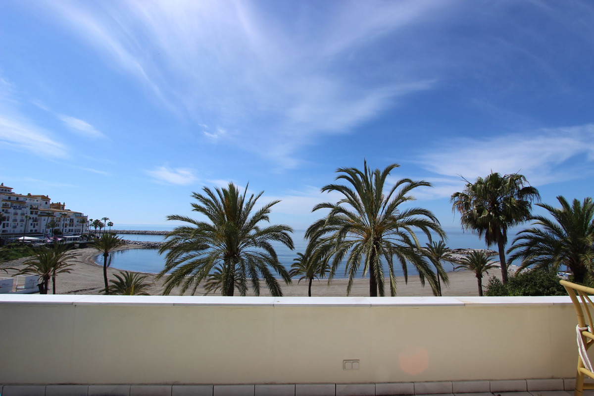 Marbella Banus Apartamento Planta Media en Venta en Puerto Banús – R3644735