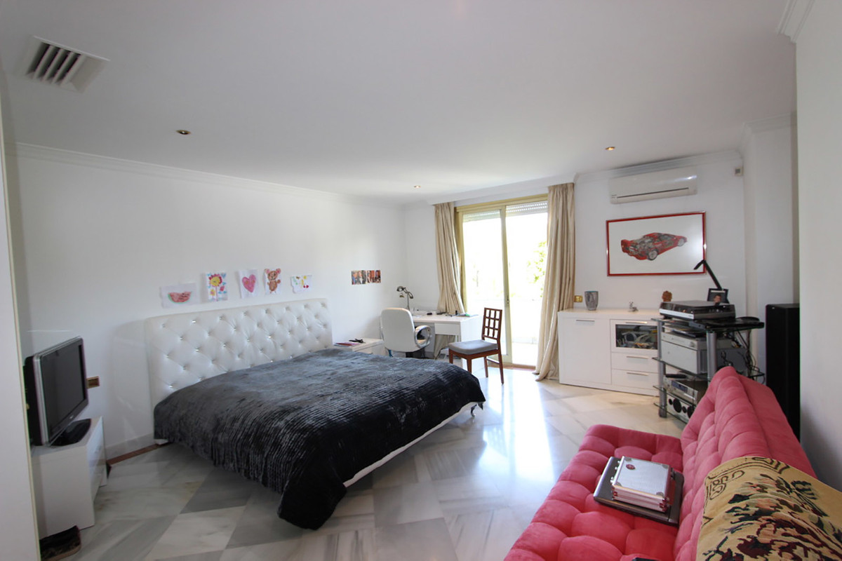 3 Bedroom Apartment for sale Puerto Banús