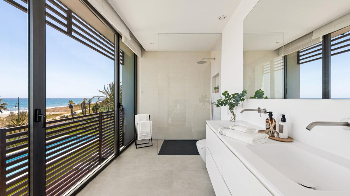 Villa te koop in New Golden Mile MFSV1578