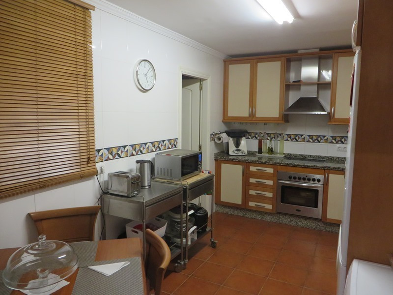 3 Bedroom Middle Floor Apartment For Sale Elviria