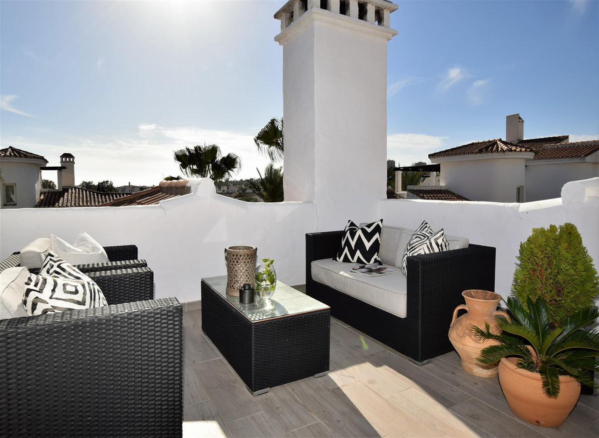 1 Bedroom Penthouse Apartment For Sale Nueva Andalucía